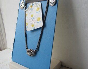 One Clipboard Display with Handmade Wood Base - Photo Holder - Necklace / Earring Display - Blue - Ready to Ship