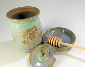 Ceramic honey dipper pot, pottery honey jar set with lid, saucer and stick, honey pot with bee, stoneware honey jar blue gray and green