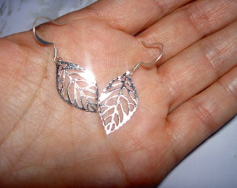 Silver leaf earrings , Leaves jewelry gift , Small leaf dangle earrings for bridesmaids , Nature wedding , Moms gift Й56