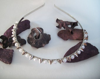 silver metal and bblanche and spiky bead headband