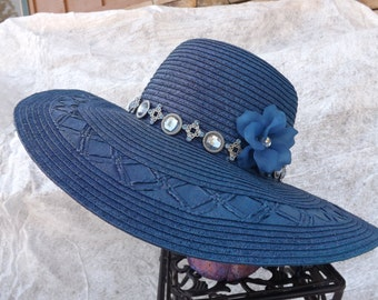 The Derby in blue straw hat.
