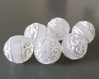 16mm Frosted Clear White Etched carved swirl design round Acrylic beads 8pcs