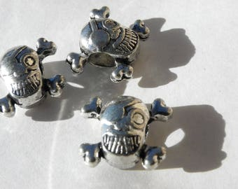 3 brass 12 mm x 13 mm hole 5 mm silver skulls