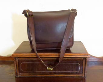 Etsy BDay Sale Coach Classic Shoulder Bag In Brown Leather With Brass Hardware - Made In The Factory In NYC- Beautifully Distressed
