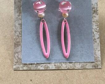 Retro Elegance Earrings in Baby Pink