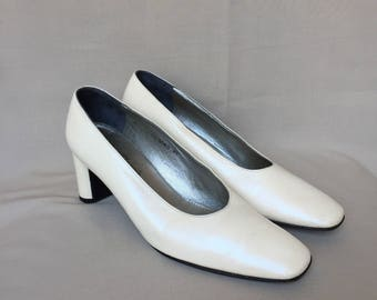 Vintage Robert Clergerie / bridal shoes / wedding shoes / white pumps / white shoes / white heels / designer shoes / made in france