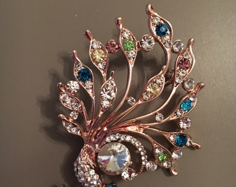 Very pretty rhinestone Peacock brooch