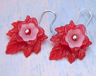 Red and white lucite flower earrings, lucite flowers and leaves, flower earrings.