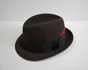 Vintage 1950s/1960s Stingy Brim Charcoal Fedora w/Red Feather Size 7 1/4