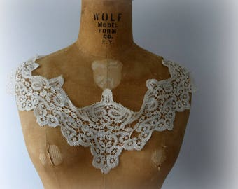 Detached Lace Collar, Delicate Stitching, Handmade Lace, Off-White, Beige