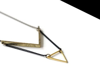 Triangle necklace bronze.