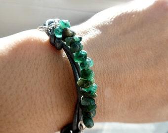 Raw emerald gemstone leather bracelet-Wire wrapped stone men bracelet- Emerald leather bracelet- Unisex Boho bracelet-Jewelry boyfriend gift