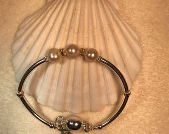Three pearl magnetic clasp bracelet