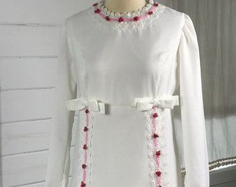 1970s Boho Chic Vintage Wedding Dress / Casual Wedding Dress / Long-Sleeved Hippie Wedding Dress with Lace Pink Floral Appliques Accents