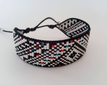 Bracelet black and white pattern
