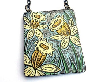 Daffodil Necklace, Yellow Daffodil Flower Jewelry, Blue and Yellow Floral Pendant, Daffodil Jewelry, Mom Gift, Wife Gift, Botanical Necklace