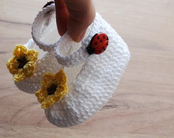 White booties with flower and Lady Bug gift for newborn baby girl booties Lady Bug booties white crochet booties crib shoes baby shower gift