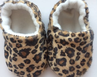 Handmade leopard print soft pre-walking baby shoes
