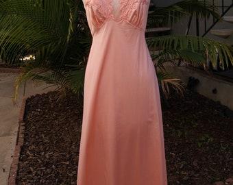 Gorgeous Vintage VANITY FAIR Pink Nightgown Nylon Antron Size 32 USA