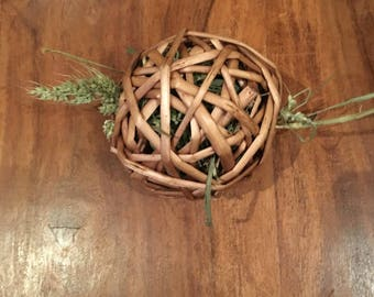 Timothy Hay Willow Ball Chews For Rabbits, Guinea Pigs, and Small Animals