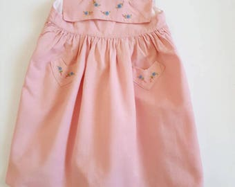 Pink dress 2 years vintage and retro with embroidery of flowers with collar and pockets