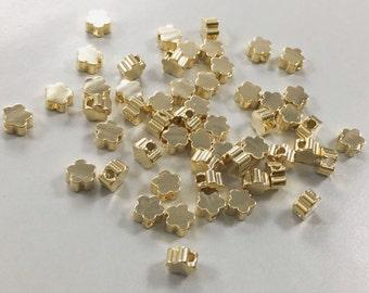 10 pcs Daisy flower  beads  , Flower beads . brass beads
