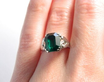Vintage Silver Emerald Green Solitaire Ring - Cut Glass Paste - May Birthstone Ring - ESTATE - Adjustable