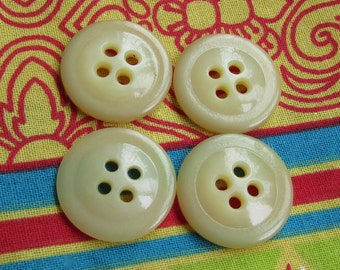 4 cream colored vintage buttons - 18 mm
