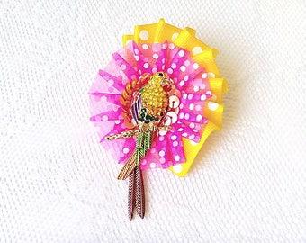 Retro parrot (brooch)