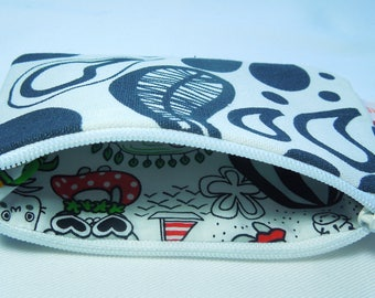 "Wallet printed ""Psyche in N & B""."