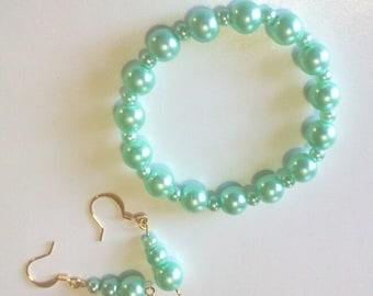 Mint Green Bracelet and Earrings Set, Green Glass Pearl Jewelry Set, Stretch Bead Bracelet, Pearl Dangle Earrings, Office Jewelry Set