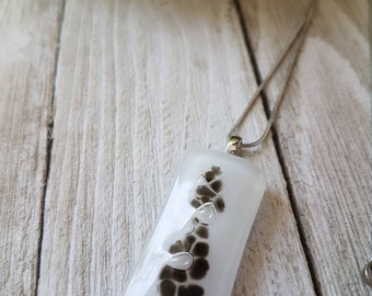 Pendant in black and white fused glass, handmade in Quebec