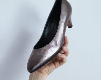 Vintage Silver Party Heels // Italian Leather sz 7 Kitten Heel Shoe