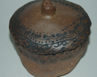 Decorated Stoneware Casserole Pot with Lid