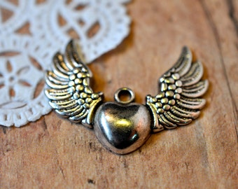 Winged Heart Pendant - 100 pieces