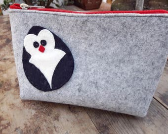 Beauty case Organizer Pouch in grey felt with hand-sewn penguin application