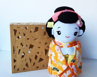 Japanese geisha doll in a Japanese Kimono, fabric kokeshi doll, chirimen doll miniature doll, Staffed doll, Japanese yukata, daruma doll