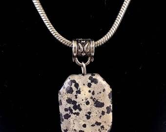 Vintage Neutral Tone Polished Stone Boho Modern Pendant with Silver Tone Serpentine Chain Like New