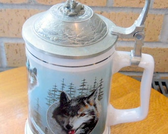 Beautiful collector lidded STEIN/tankard. 1st Outing, Limited Edition.  Timber Wolf~ Lord of the Wilderness, by Kevin Daniels, wolf stein