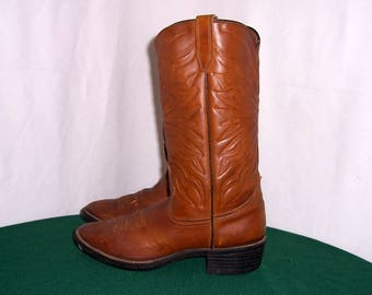 Sz 8D Vintage tall brown leather 1980s men western style cowboy boots.