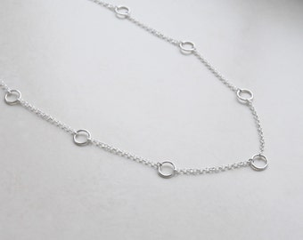 Silver circles necklace, sterling silver, linked circles necklace, Hattie, Parenthood, dainty, gift for her, simple, modern jewelry - Taryn