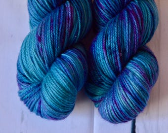 Hand dyed yarn - DK weight - Peacock - Speckled
