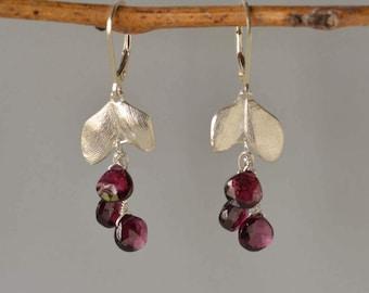 Garnet Earrings in Silver with leafs, Garnet Botanical Earrings, Garnet Dangle Earrings, Statement Stone Earrings, January Birthstone