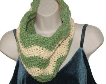 Chevron Scarf, Green Crochet Cowl. Infinity Neckwarmer, Crochet Chevron, Cowl Scarf, Winter Cowl, Chevron Infinity Scarf, Winter Scarf