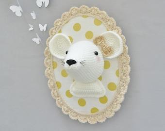 Trophy mouse gold/white crochet handmade