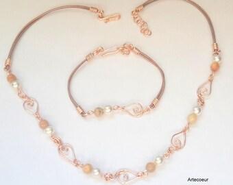 Parure 2 pièces Nacre de Majorque et pierre de soleil ton rose or et blanc motif feuille wire wrapping fil de cuir réglable