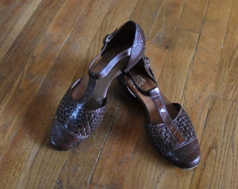 Sz 8 1/2 Brown Leather Woven Tstrap Flats