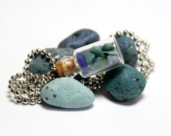 Collier de bijoux en verre bleu laitier verre Cobalt Blue Sea: Site argent Collier bijoux plage verre galets pierres en verre naturel