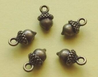 10 Acorn Charms Bronze - CB2192