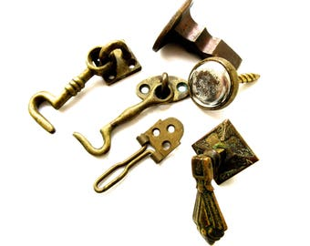 Collection of Antique & Vintage Brass Latches and Handles etc.